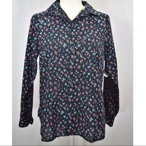 """NWT Old Navy """"The Classic"""" floral button down top"""